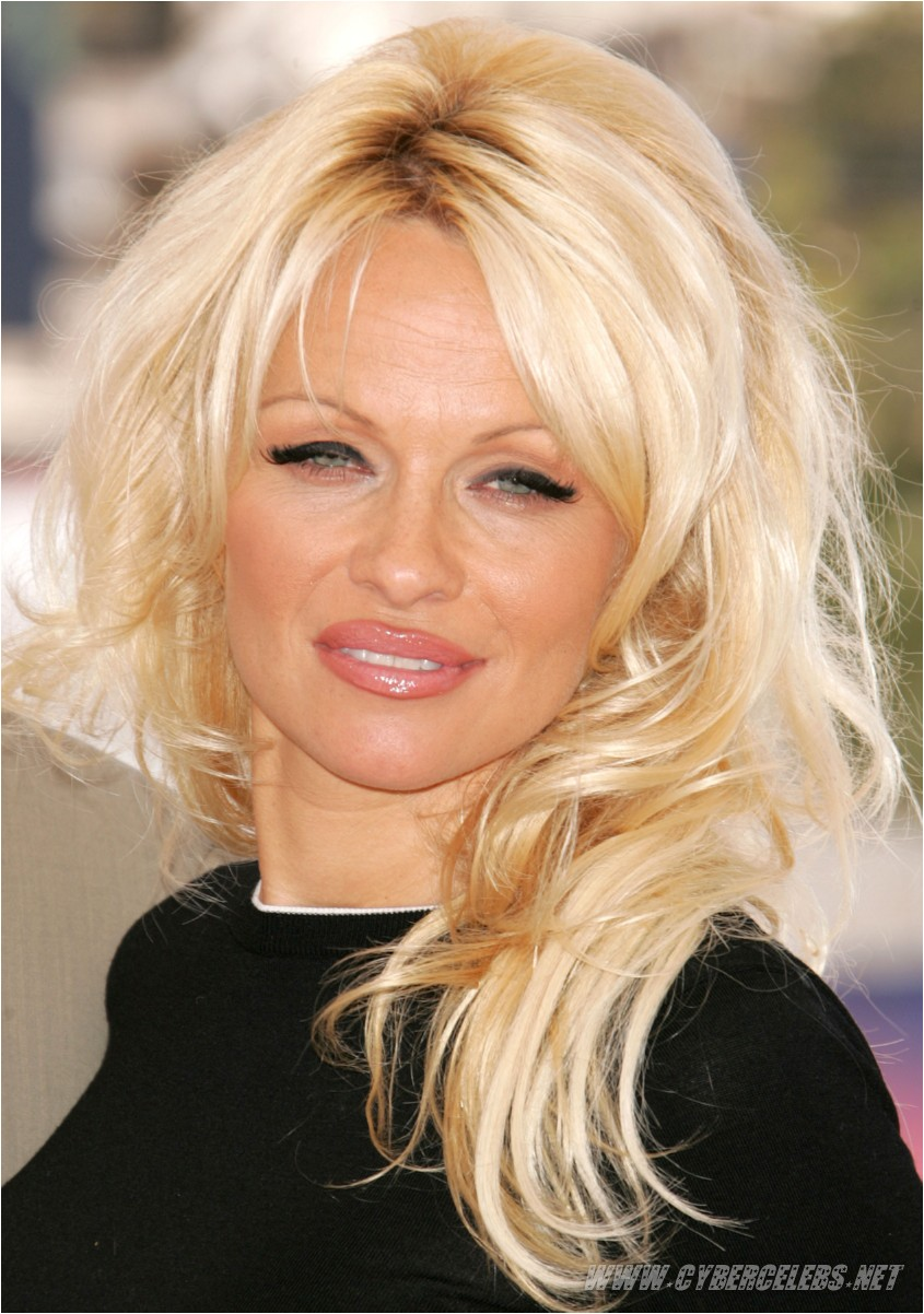 pamela anderson 01 Forget those lame diaper cakes; pregnant ladies need chocolate.