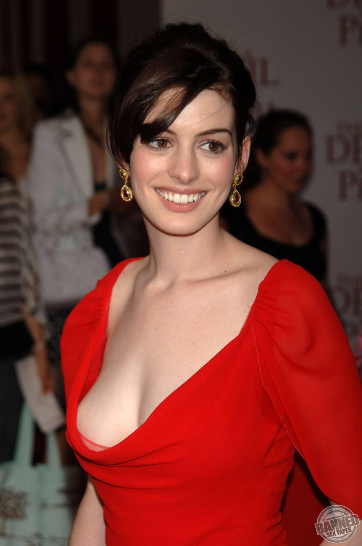 Anne Hathaway fully na... Anne Hathaway