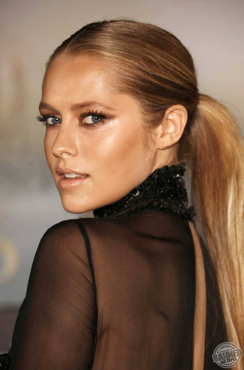 teresa palmer fully naked at largest celebrities archive