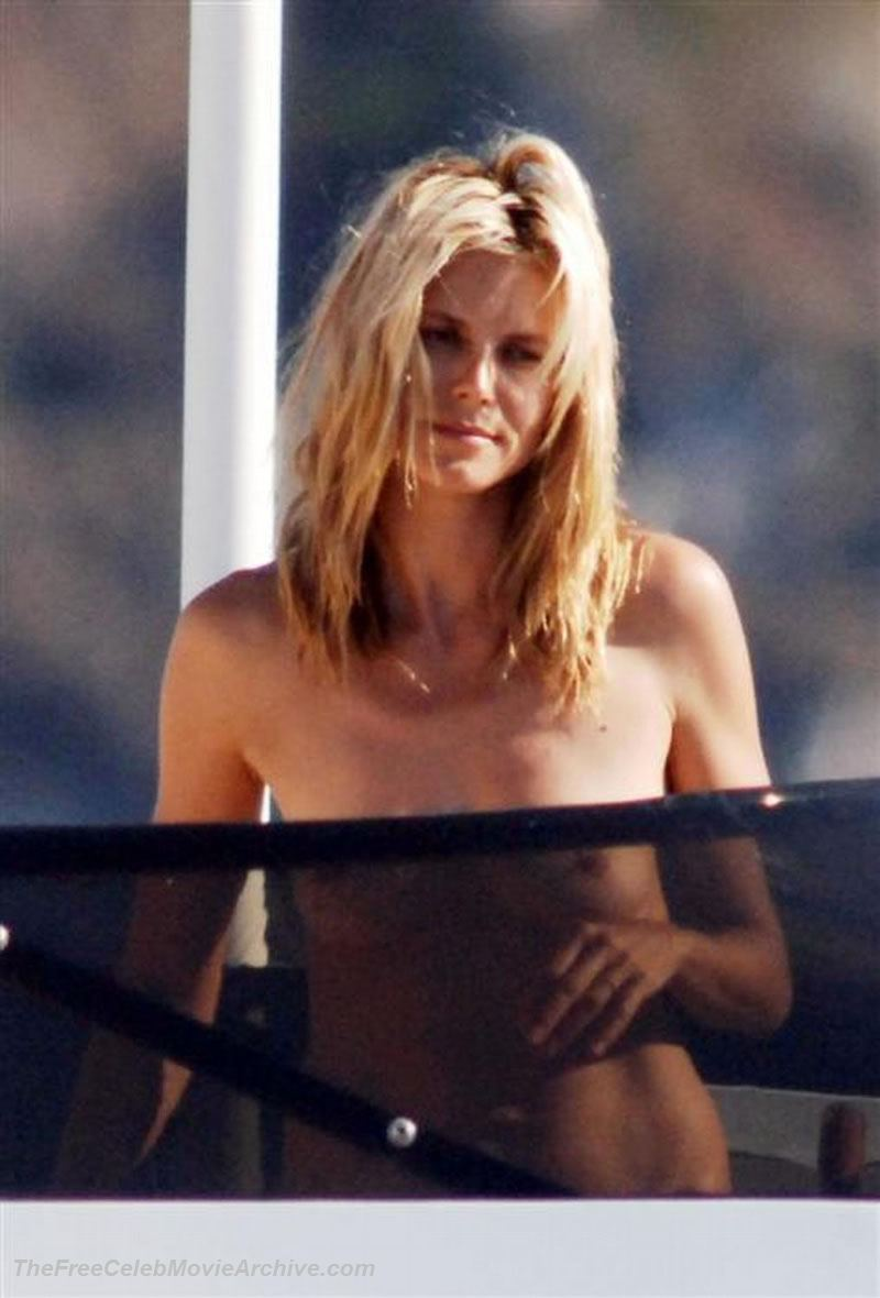 Heidi Klum fully naked at Largest Celebrities Archive!